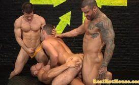 Xvideos orgia gay com homens gostosos fodendo